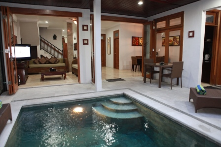Bali Holiday Villas Kuta - Beautifully Presented Private 3 to 4 Bedrooms