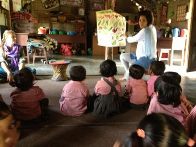 Volunteer in the Sauraha daycare centre
