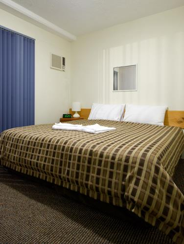 Get the full furnished 2 Bedroom Unit at Airport Wooloowin Motel