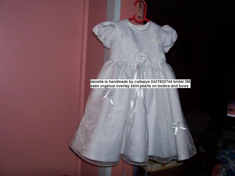 Bridal Gowns Queanbeyan : Variety of designs smocked or non reduced each left