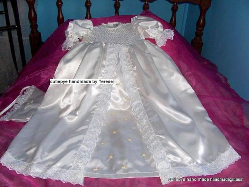Bridal Gowns Queanbeyan : Smocked hand embroidered gowns come with hat and bib