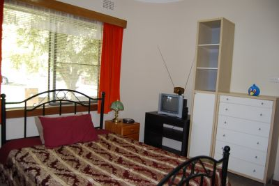 Female own rioom fully furnished, internet, bills included.