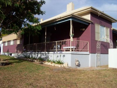 3+  BEDROOM  FAMILY HOME  IN YOUNG  NSW