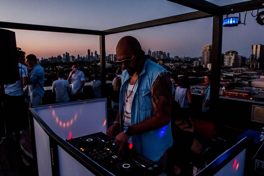 Hire Corporate DJs Melbourne for Throwing an Impressive Classy Party