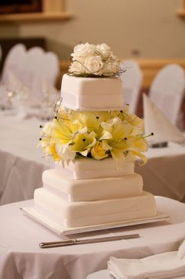 Wedding Cakes from only $99 single tier Lindt chocolate & fruit